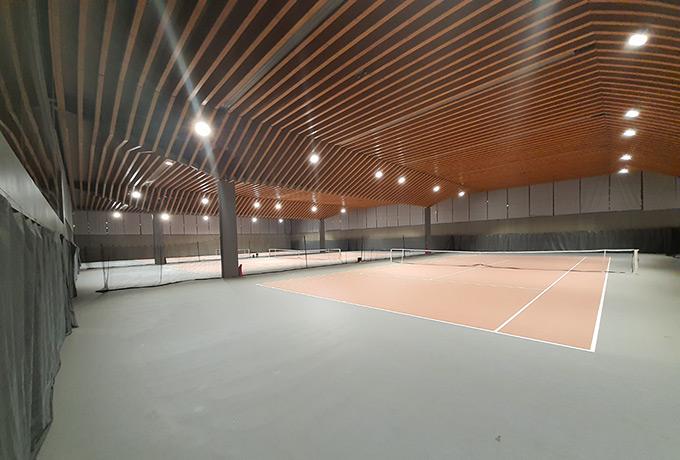 projecteurs led économie énergie court tennis couvert