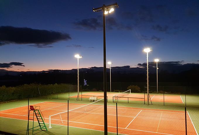 éclairage led développement durable court tennis extérieur