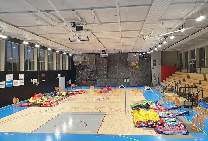 projecteurs led économie énergie gymnase sportif
