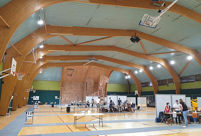 luminaires led économie énergie gymnase sportif