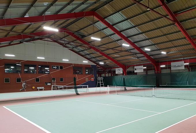projecteurs led développement durable salle de tennis