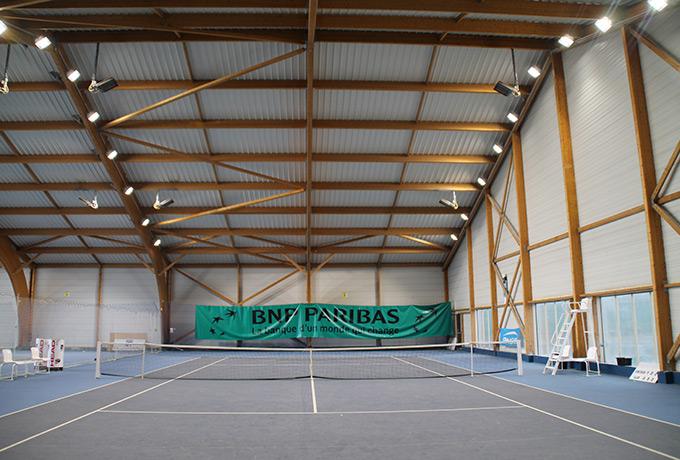 luminaires led développement durable court tennis couvert