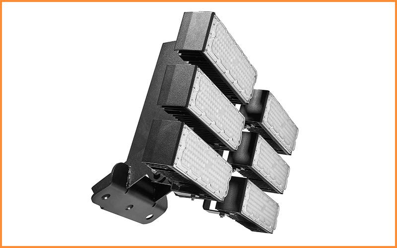 Tango 600w entièrement fabriqué en France est commercialisé par Ledustry pour son offre d'éclairage LED pour enntrepôts, usines....