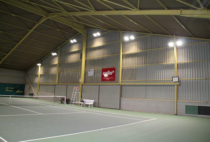 éclairage led développement durable terrain de tennis