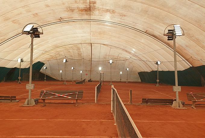 projecteurs led économie énergie court tennis terre battue
