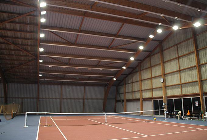 projecteurs led développement durable terrain de tennis