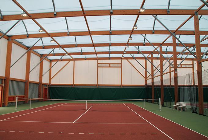 luminaires led développement durable terrain de tennis